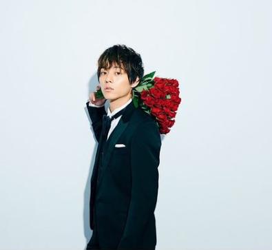 Nagata Takato Holding Roses